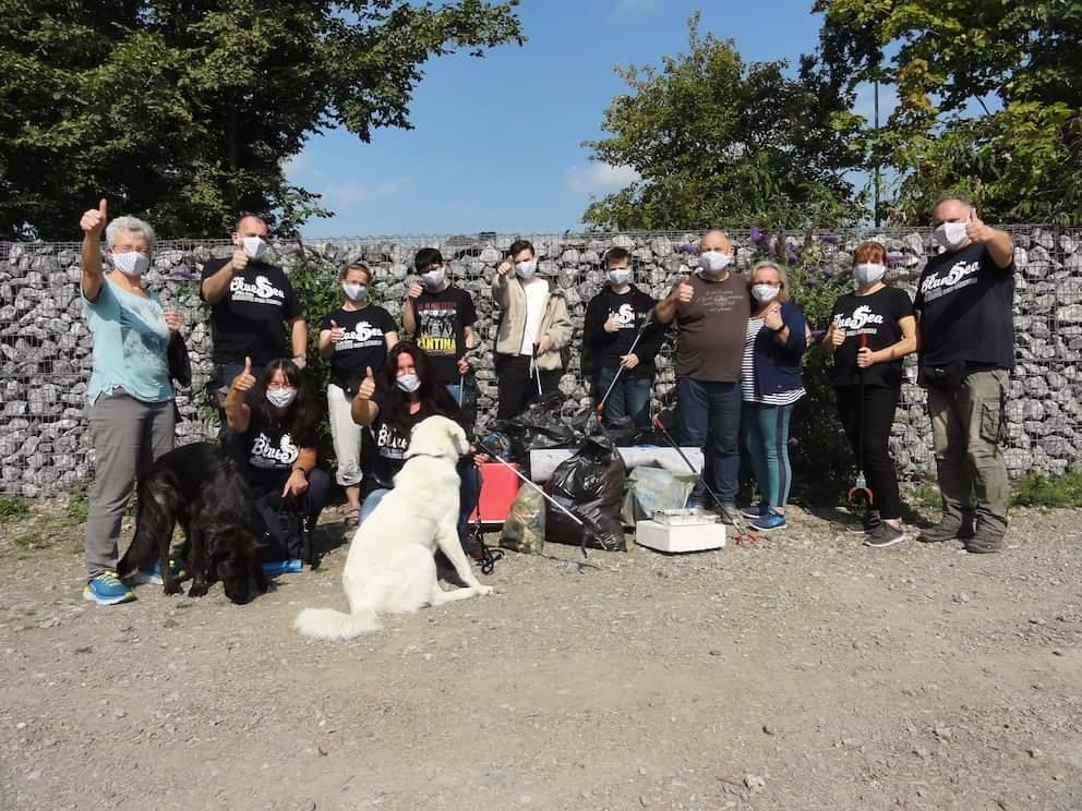 Müllsammeln am Kanal